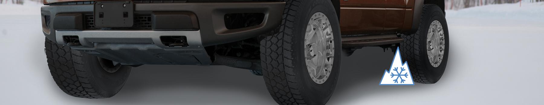 camion roulant dans la neige avec le pneu de camionnette d'hiver WLT1 de Toyo